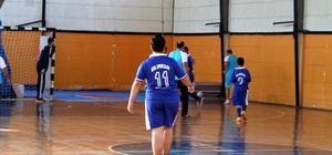 Fethiye'de protokol özel sporcular ile futsal oynadı