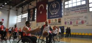 Niğde protokolü, tekerlekli sandalyede basketbol maçı yaptı