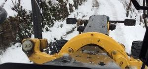 Kar nedeniyle kapanan yollar ulaşıma açıldı, mahsur kalanlar kurtarıldı