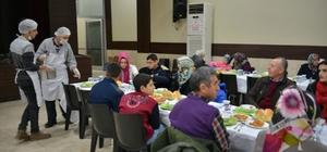 Gediz Belediyesi'nden engelliler onuruna özel yemek