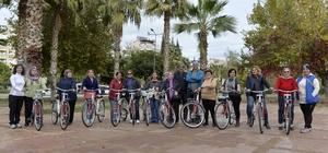Muratpaşa Belediyesi'nden kadınlara bisiklet eğitimi