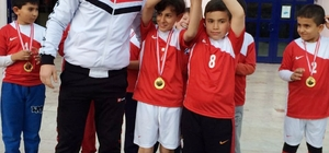 Planet Aile Yaşam Merkezi üyesi çocuklar futbol turnuvasında birinci oldu