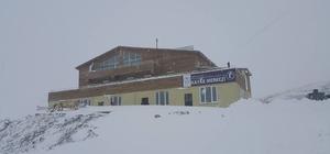 Hakkari kayak merkezi yolu açıldı