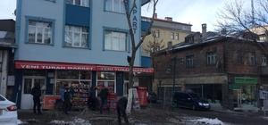 Kars'te belediye ağaçları buduyor