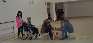 Engellilerin sorunlarına tiyatro oyunuyla dikkat çektiler