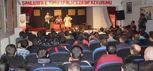 Mahkumlar cezaevinde tiyatroyla buluştu