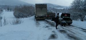 Posof'ta kar ve tipi yolları kapattı