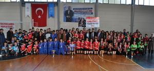 Okul sporları yıldızlar voleybol turnuvası sona erdi
