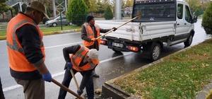 ASKİM ekipleri bulvardaki mazgalları temizledi