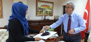 Rektör Kaplan safran bitkisi üreticisini tebrik etti