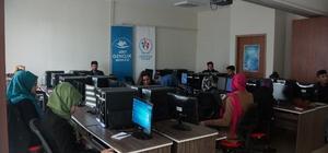 Siirtli gençlerden bilgisayar kursuna ilgi