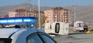GÜNCELLEME - Konya'da öğrenci servisi ile kamyon çarpıştı: 1 ölü, 14 yaralı