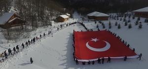 İzciler, bin 300 metrede dev Türk Bayrağı açtılar