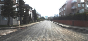 İzmit Belediyesi, Yeşilova ve Yahya Kaptan'da asfalt çalışması yaptı