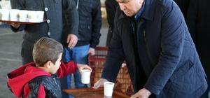 Başkan Tollu'dan, pazarcı esnafına 'çorba' ikramı
