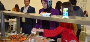 İl Milli Eğitim Müdürü Durmuş öğrencilerle akşam yemeğinde bir araya geldi