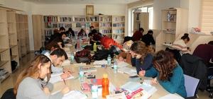 Kırşehir BEGEM Kütüphanesi ile okuyor