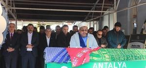 Antalyalı gazeteci gözyaşları arasında toprağa verildi