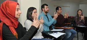Bilgi Evleri'ne işaret dili eğitimi desteği