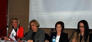 Tiyatrocu Gülsen Tuncer, Salihli'de konferansa katıldı