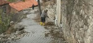 Burhaniye'de belediye mobil temizlik ekibi kurdu