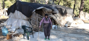 Barakada yaşayan yaşlı çifte konteyner ev