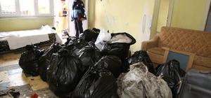 Malatya'da bir ev ve bahçesinden 3 kamyon çöp çıktı