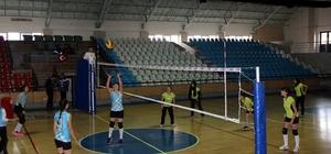 Erzincan'da okullararası kız voleybol müsabakaları