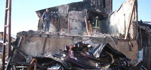 Sivas'ta ev yangını: 2 ölü