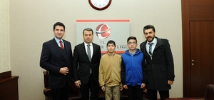 """Eskişehir Valisi Azmi Çelik'ten """"Teorem Matematik Dergisi"""" ekibine takdir"""