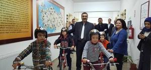 Didim'de başarılı öğrencilere bisiklet hediye edildi