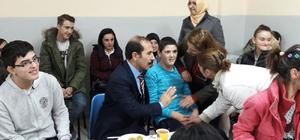 Üniversite öğrencilerinden rehabilitasyon merkezine ziyaret