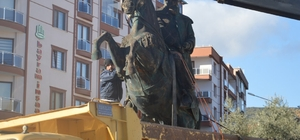 Orhan Gazi heykeli taşındı