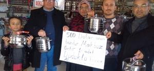 Selendi AK Parti'den dolar bozduranlara ilginç hediyeler