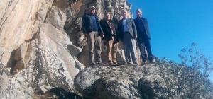 Kütahya Dağcılık Federasyonu yetkilileri, tırmanmaya elverişli olan kayalıkları inceledi