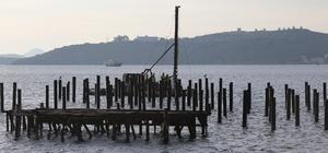 Bodrum'da kaçak iskele demirleri sökülüyor