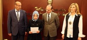 İnsan Hakları Günü nedeniyle düzenlenen yarışmada dereceye giren öğrenciler ödüllerini aldı