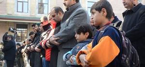 Halep'de ölenler için gıyabi cenaze namazı kılındı