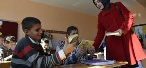 Kırsal mahalle okullarına kitap bağışı