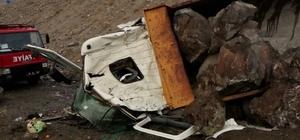 Hafriyat kamyonu şarampole yuvarlandı: 1 yaralı