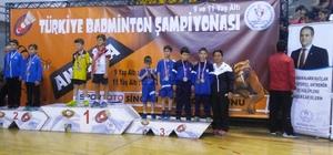 Badmintonda Türkiye ikincisi Yunusemre'den