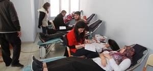 Muşlu öğrencilerden kan bağışı