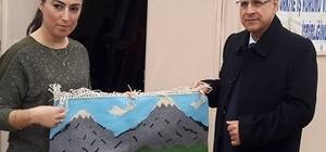 Vali Alpman kilim atölyesini ziyaret etti