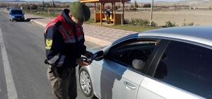 Jandarma ekipleri broşür dağıtarak sürücüleri bilgilendirdi