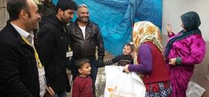 Rahmeteli Derneğinden mülteci çocuklara ayakkabı yardımı