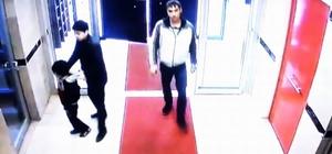 Girdiği binadan 2 poşet ayakkabı çalan hırsız güvenlik kamerasında