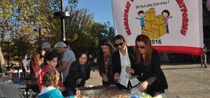Manavgat'ta şehitler için lokma tatlısı dağıtıldı