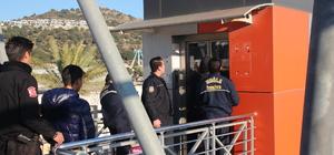 Asansörde mahsur kalan anne ve kızı kurtarıldı