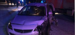 Sivas'ta 2 otomobil çarpıştı: 9 yaralı