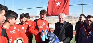 Eskil Belediyesi'nden Eskilgücü Futbol Kulübüne malzeme yardımı